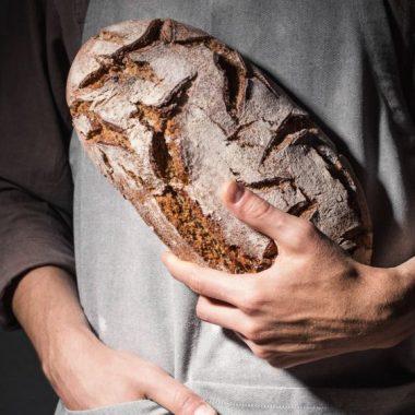 Pão preto é alimento saudável muito usado em dietas